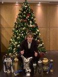 年终纪念,莫德里奇晒出与8座奖杯及3枚奖牌的合影