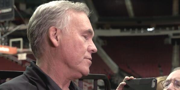 德帅:我们能否打到6月底的决定因素将是我们的防守篮板