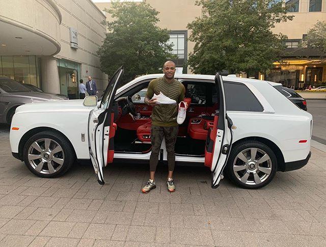 塔克提豪车的同时被汽车经销商赠送定制版篮球鞋