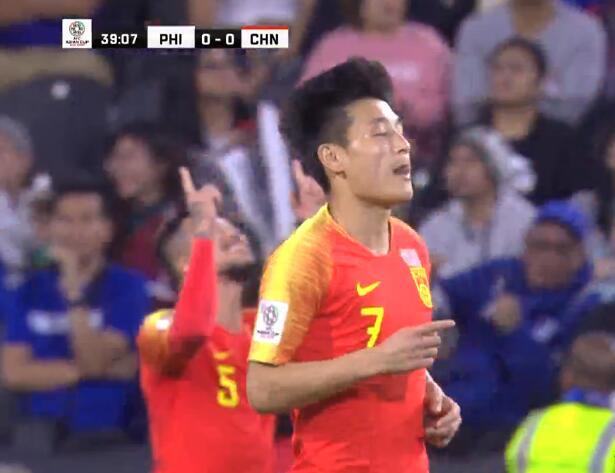 GIF:神仙球!武磊禁区线上灵光闪现直挂球门远角