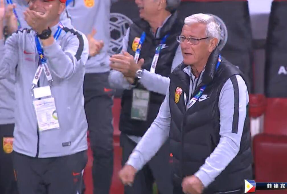 GIF:老爷子终于笑了!武磊进球后里皮振臂庆祝