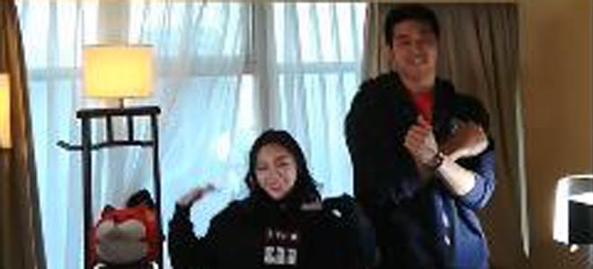 天赋惊人!吴冠希与篮球宝贝房间内彩排舞蹈