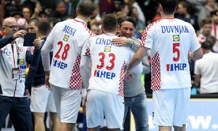 一图流:科瓦奇祝贺克罗地亚手球队获胜