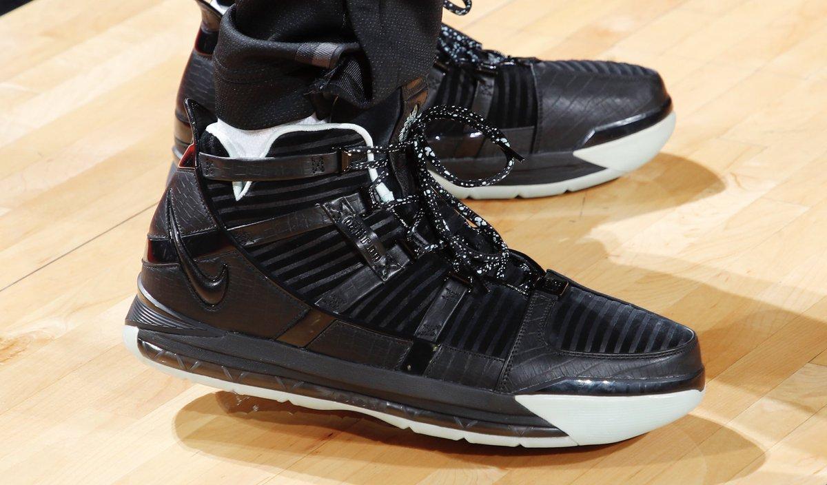 今日常规赛上脚球鞋一览:塔克上脚Zoom LeBron 3