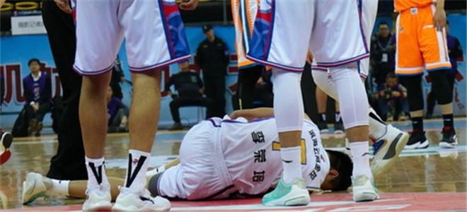 李荣培左腿前十字韧带撕裂,无具体复出时间