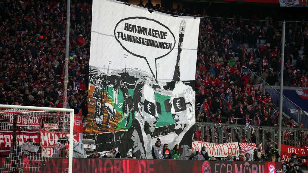 拜仁球迷挂横幅抗议冬训, 讽刺赫内斯鲁梅尼格