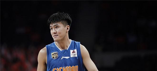黄荣奇砍下20分创个人赛季新高