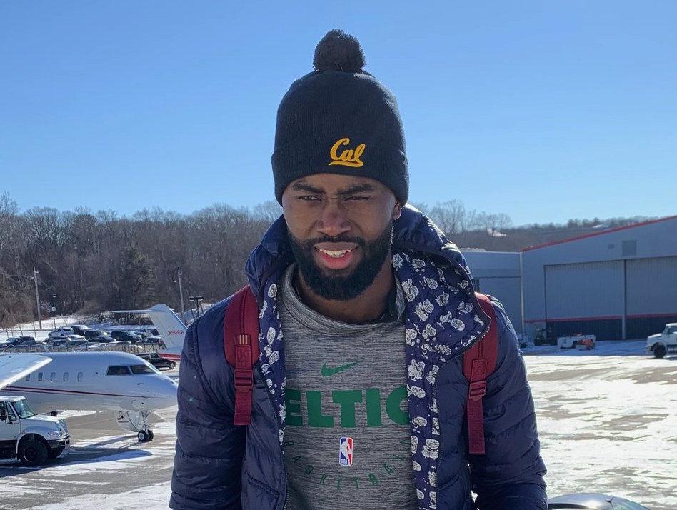 天气寒冷!凯尔特人球员登机前往纽约