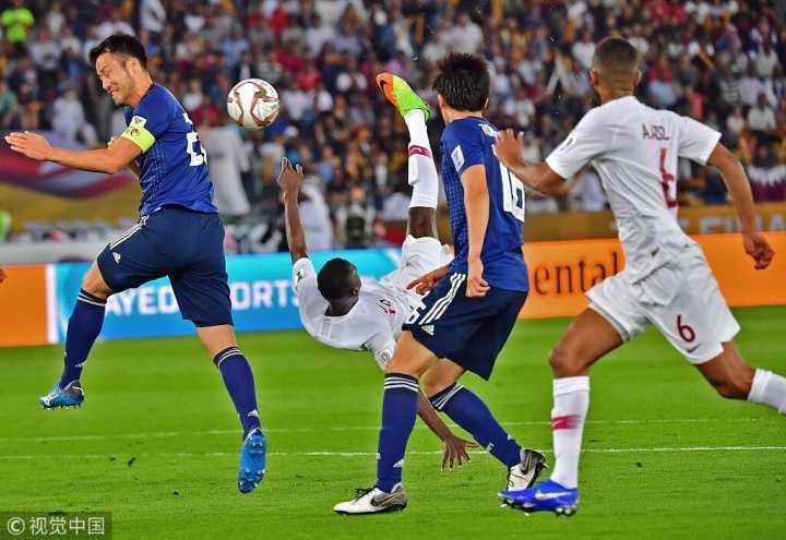 半场:阿尔莫兹倒钩阿齐兹世界波,卡塔尔2-0日本