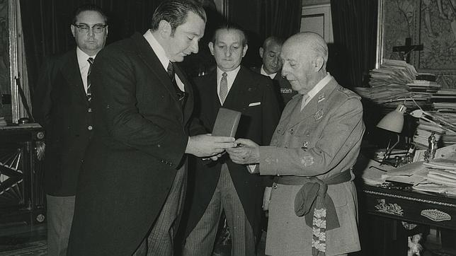 官方:巴萨提出取消曾授予前西班牙领导人弗朗哥的勋章
