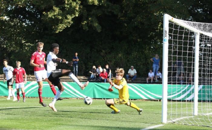 官方:汉堡签下多特蒙德17岁前锋