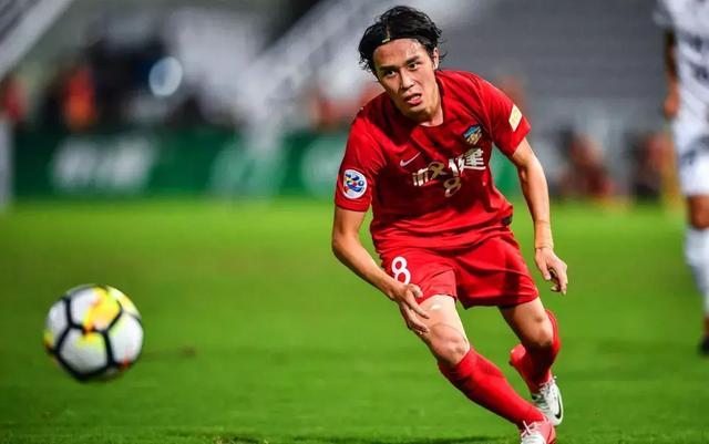 足球报:恒大为刘奕鸣张修维付出转会费加起来超过1亿