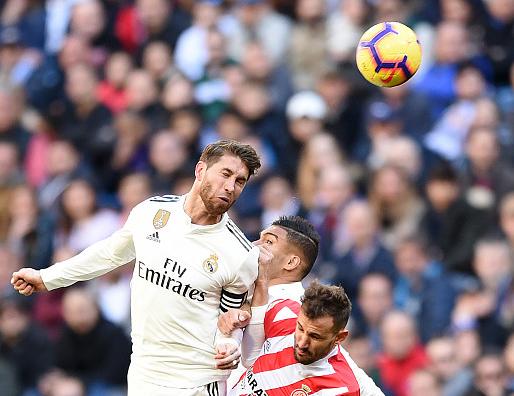 西班牙点球 GIF:拉莫斯禁区内手球送点,斯图亚尼点射破门