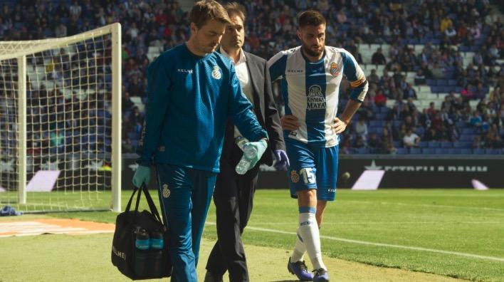 官方:西班牙人中卫外侧副韧带肿胀,将在周一接受检查