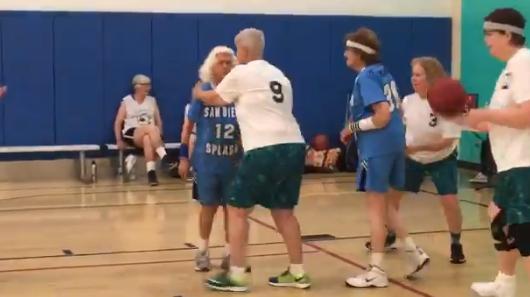 生命在于运动!年龄超过85岁的水花姐妹称霸球场