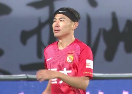 GIF:郜林再送妙传,于汉超反越位打门将球打偏