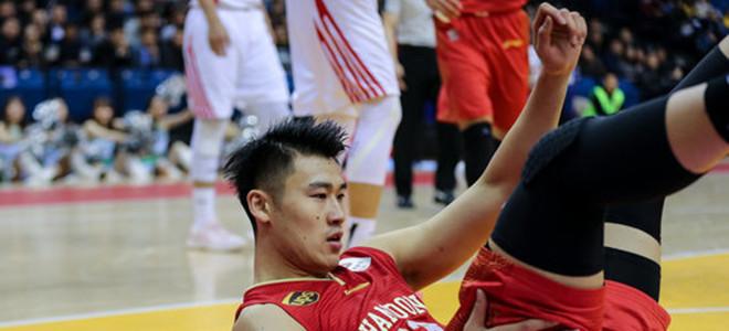 贾诚全场摘下16篮板创个人生涯新高
