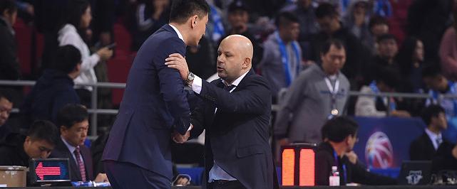 专访杜锋:季后赛无弱旅,辽宁新疆北京都很强