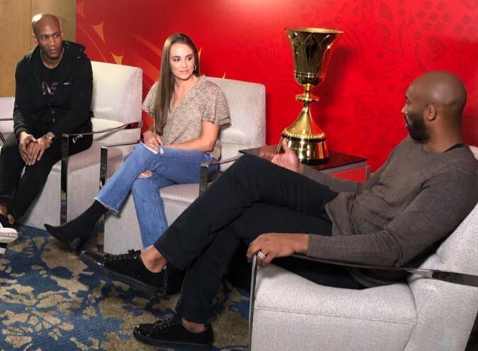 瑞秋专访科比和马布里并晒出世界杯比赛用球