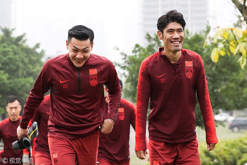 记者:吕文君因伤缺席对抗训练,踢乌兹肯定无缘首发