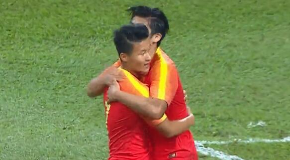 GIF:闪电扳平!张玉宁头球破门,国奥1-1马来西亚