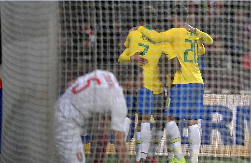 GIF:热苏斯补射建功梅开二度,巴西扩大比分