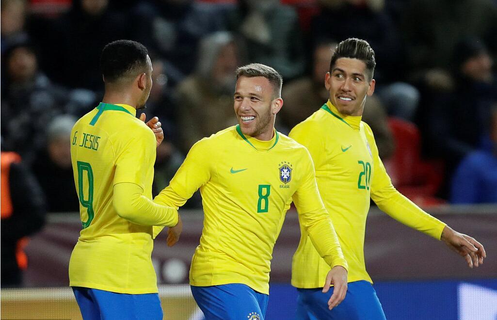 GIF:内雷斯助攻热苏斯破门,巴西反超比分
