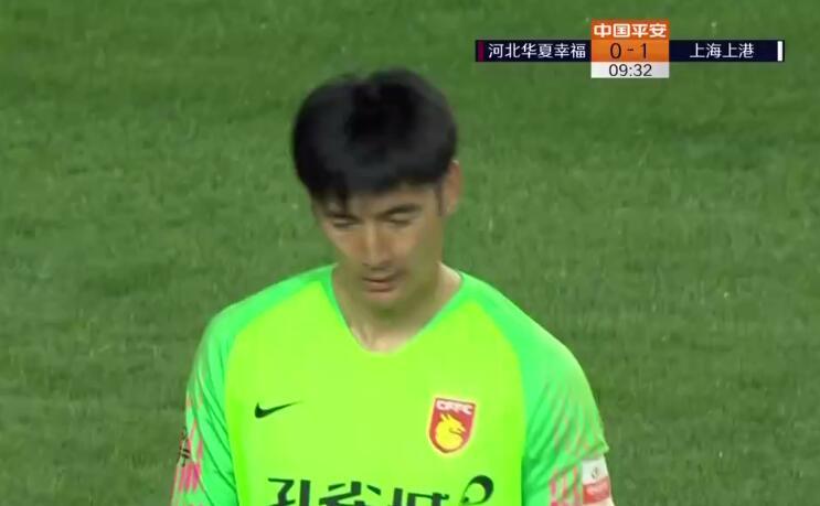 GIF:耿晓峰禁区外失误,埃神进球上港1-0华夏幸福