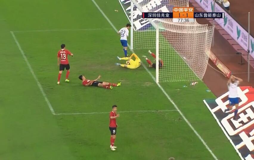 GIF:奋力扑救娱乐新闻,深足门将国威将佩莱必进球压在门线前