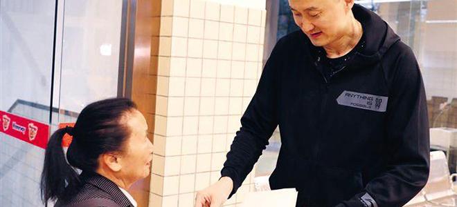 八旬乃广东铁杆球迷, 受邀参观华南虎训练