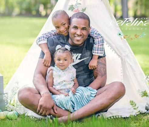韦特斯晒自己与儿女合照:我奋斗的原因  第1张