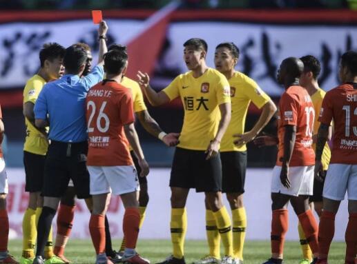 原足协裁判办主任:保利尼奥伤害对方面部,红牌没问题