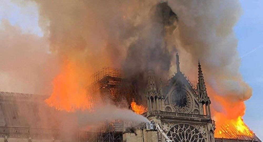富力俱乐部痛心圣母院大火:令人惋惜的是文物艺术