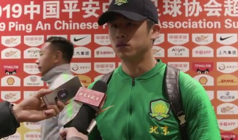 张玉宁:裁判回看VAR不紧张,我知道那是对方回传失误