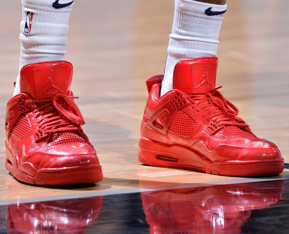 今日季后赛上脚球鞋一览:克雷格上脚全红配色AJ4