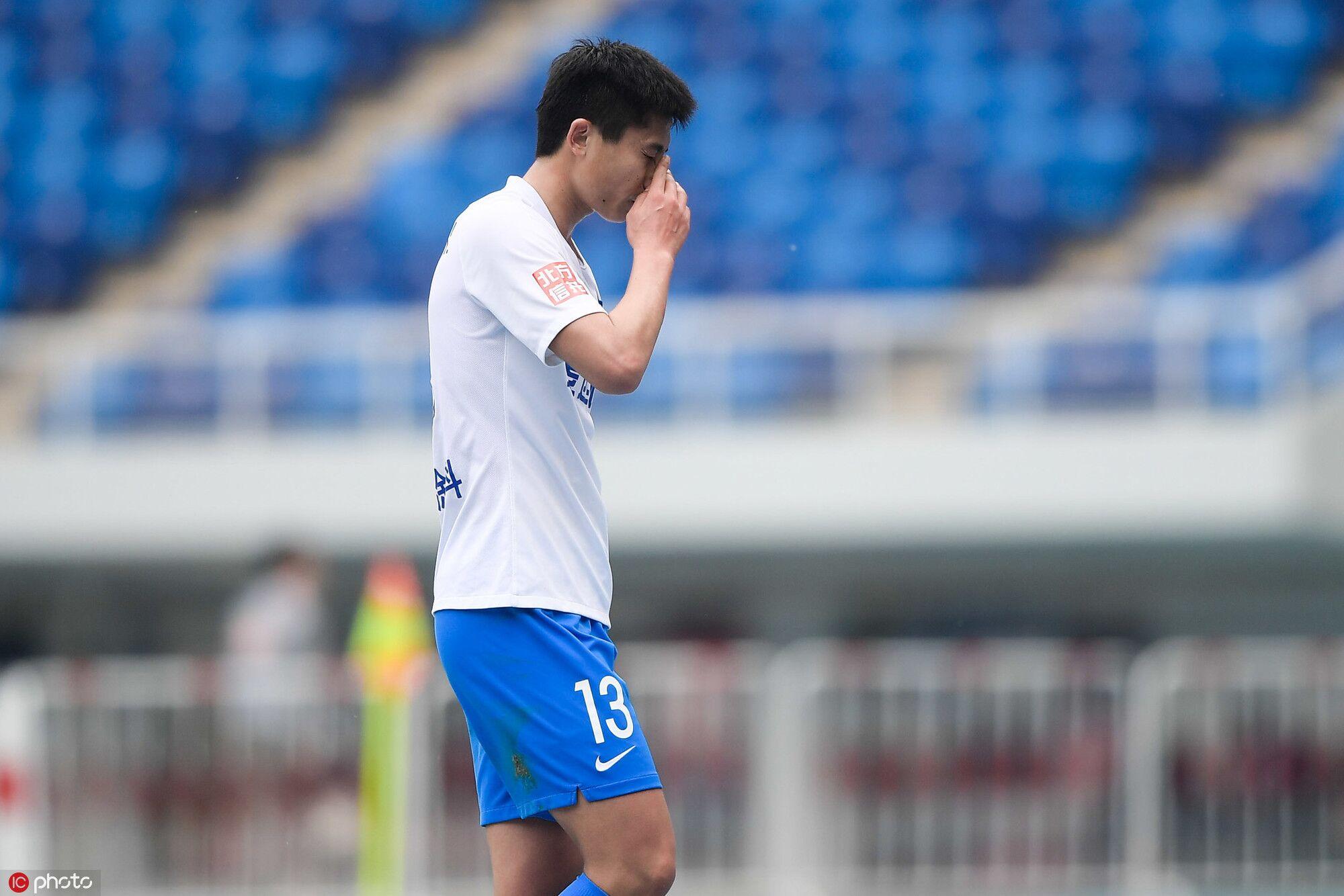 ac米兰vs国际米兰 再染红!郑凯木成本赛季首位吃到两张红牌的球员