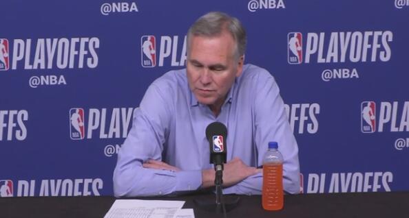 德帅:裁判中场时说他们漏了吹罚,这就是他们告诉我的