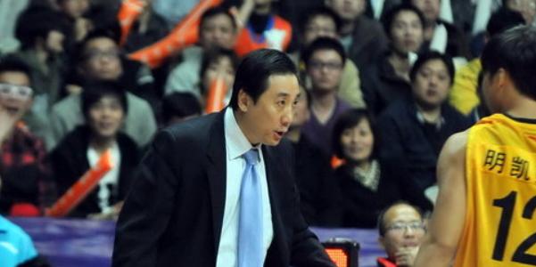 山西主教练王非:五一节快乐!球队正常训练