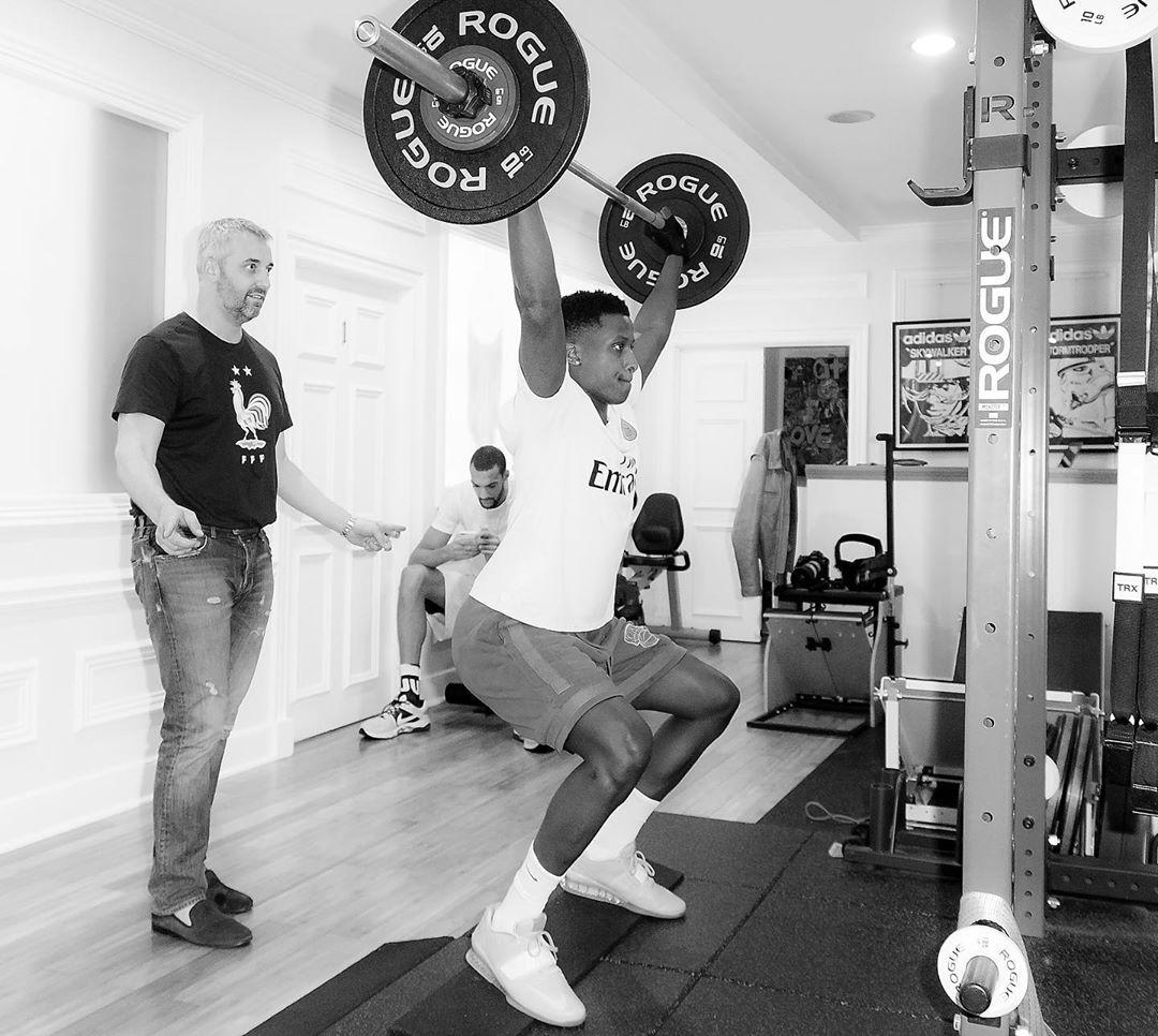备战世界杯?尼利基纳与戈贝尔在健身房训练