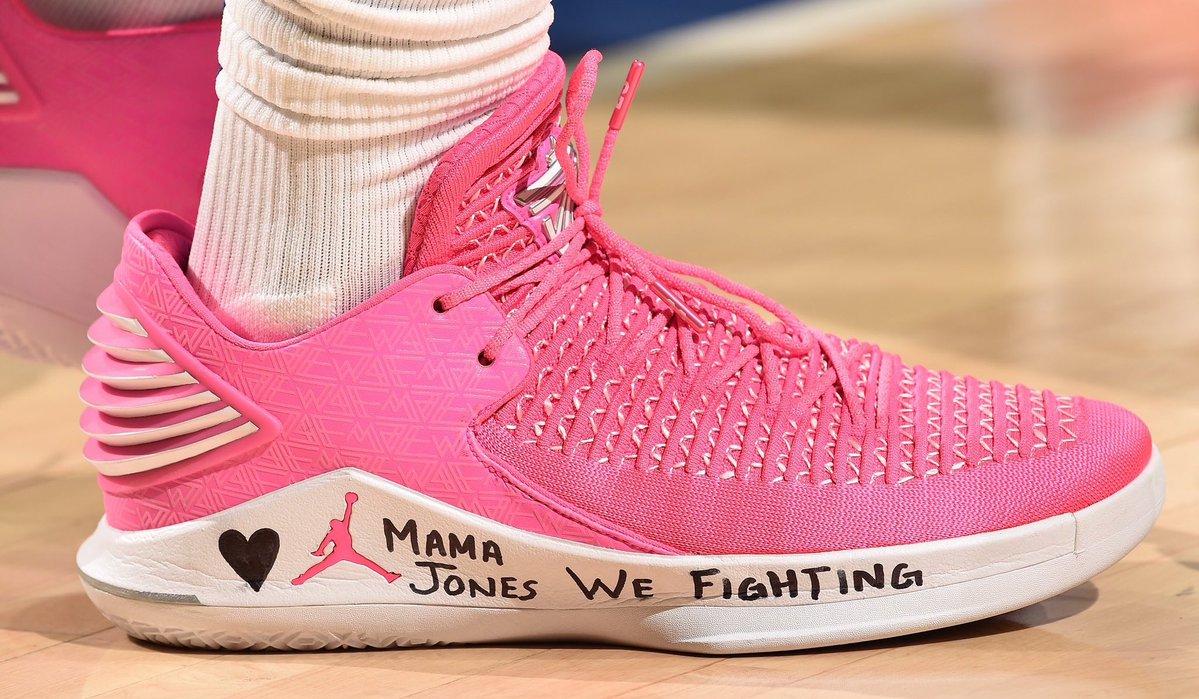 今日季后赛上脚球鞋一览:巴特勒上脚粉色AJ 32