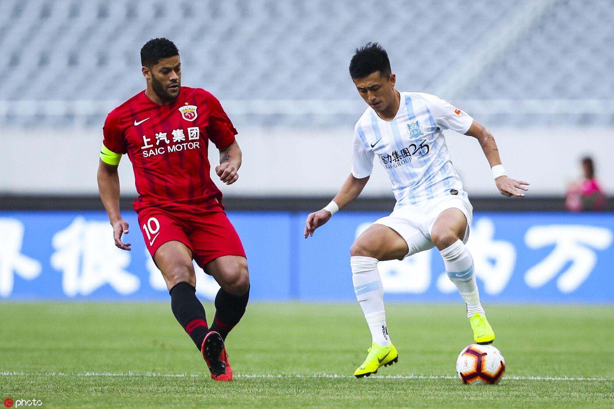 李圣龙胡尔克建功吕文君伤退,上港2-0富力