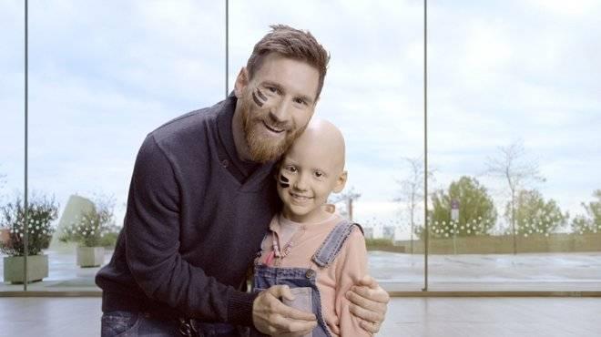 世体:得知患癌儿童过世,梅西躲在卫生间偷偷流泪