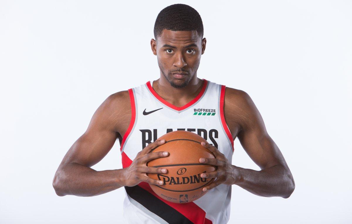 NBA官方祝莫里斯-哈克利斯26岁生日快乐
