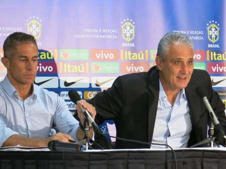 RMC:前巴萨、曼城球员西尔维尼奥即将担任里昂主帅