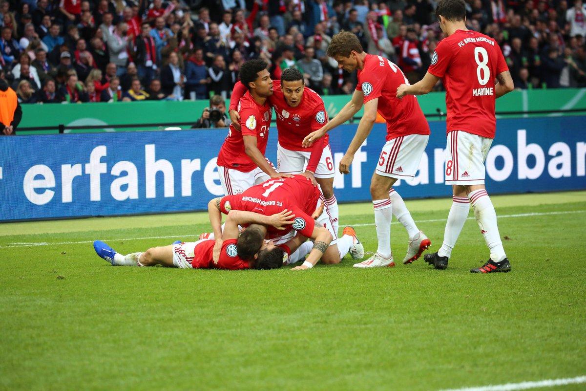 GIF:莱万回头望月破门,拜仁领先莱比锡