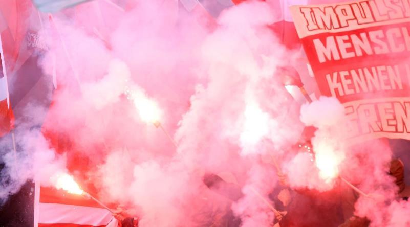 重罚!因球迷比赛中放烟火被罚款 10万欧