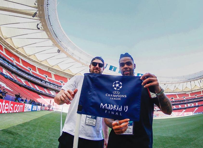 脚法如何?拉塞尔和乔-哈里斯参观欧冠决赛赛场