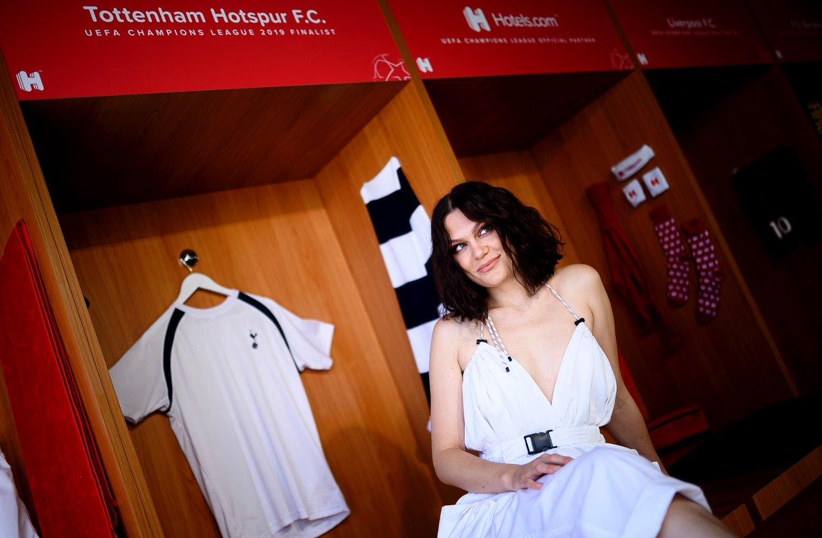 一图流:Jessie J现场观战欧冠决赛,为热刺加油