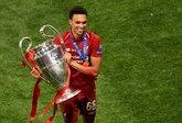 攻防兼备!阿诺德贡献利物浦欧冠最多助攻,最多拦截