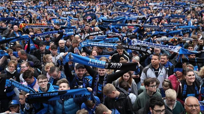 帕德博恩球迷抗议, 反对与合作